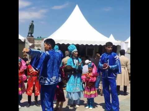 Дагестанцы празднуют День конституции