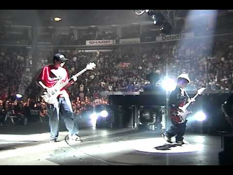 Metallica invites small kids to jam on stage!