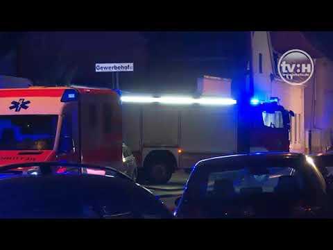 Großbrand in Halle-Ost (Transporter und Altreifen auf e ...