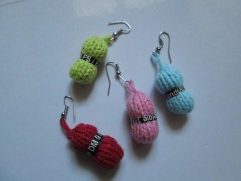 lavorazione a maglia - graziosi orecchini a forma di gomitolo di lana