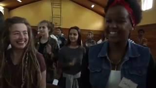 Theater- und Performance-Gruppe junger deutscher Studenten zu Gast