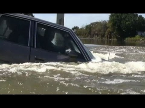 What You Should Do If Your Car Is Sinking in Water!