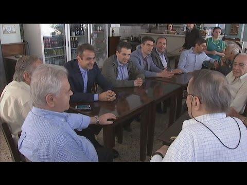 Ο Κ.Μητσοτάκης σε καφενείο με συνταξιούχους