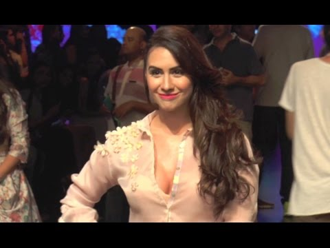 Video Lauren Gottlieb Show Cleavage at Lakme Fashion Week 2016 download in MP3, 3GP, MP4, WEBM, AVI, FLV January 2017