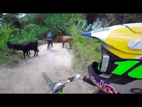 Aaron Chase: Downhill Biking in Kolumbien