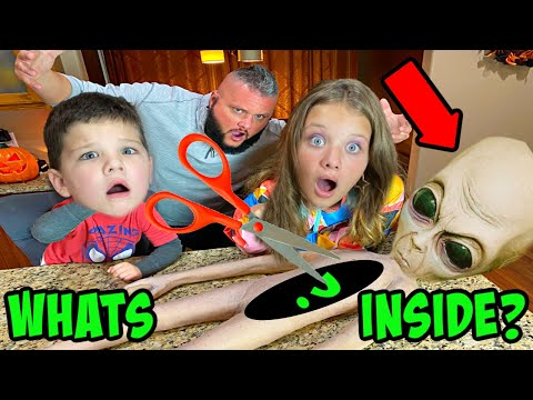 WHATS INSIDE the ALIEN MOM? CUTTING OPEN an Alien 👽 w/ Aubrey & Caleb!