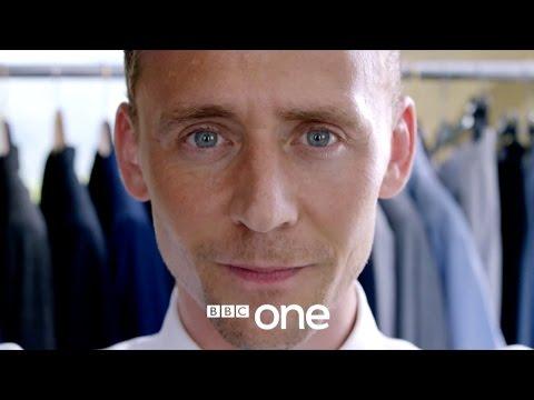 The Night Manager: la miniserie con Hugh Laurie e Tom Hiddleston domani in Italia