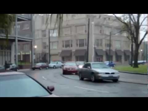 Drift na cidade com um Dodge Charger