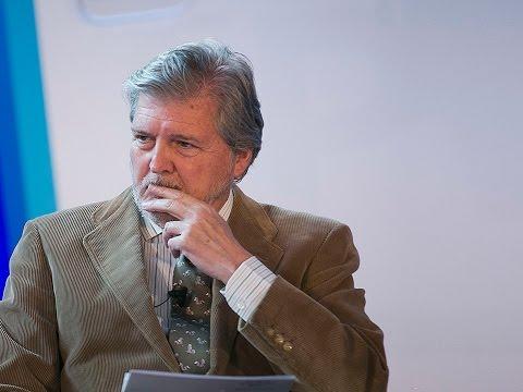 Iñigo Méndez de Vigo modera la mesa 'Un pacto educativo integrando todas las partes',