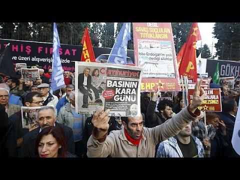 Can Dündar ve Erdem Gül'e destek protestoları