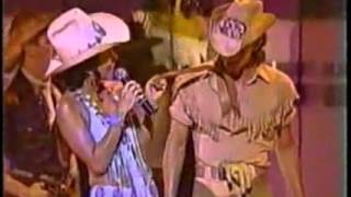 Cher 1980 Caesar's Palace 09_country Medley  Lookin' For Love + When Will I Be Loved - YouTube.wmv