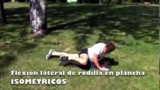 Flexión lateral de rodilla en plancha frontal con manos