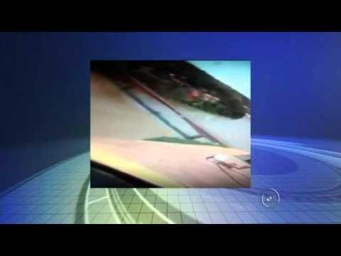 Vídeo mostra voo arriscado de avião passando por ponte