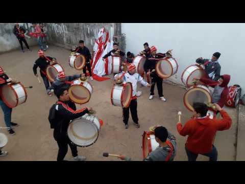 Bombos y trompetas de Los Capangas y La 61 - Previa contra San Martín de Tucuman - Los Capangas - Instituto