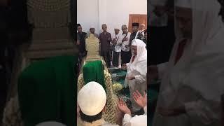 Video Karomah Nampak saat Habib Luthfi bin Yahya Hadir di Makam Wali Kuningan MP3, 3GP, MP4, WEBM, AVI, FLV April 2019