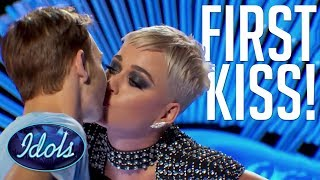 Video PUCKER UP! Benjamin Glaze Gets FIRST KISS With KATY PERRY | American Idol 2018 MP3, 3GP, MP4, WEBM, AVI, FLV Maret 2018