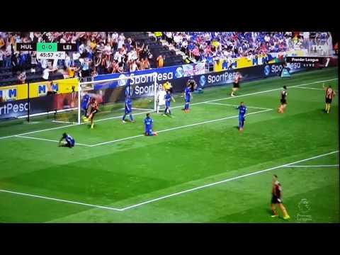 2016英超開幕戰, 出現足球小將式的雙人倒掛金鈎入球!