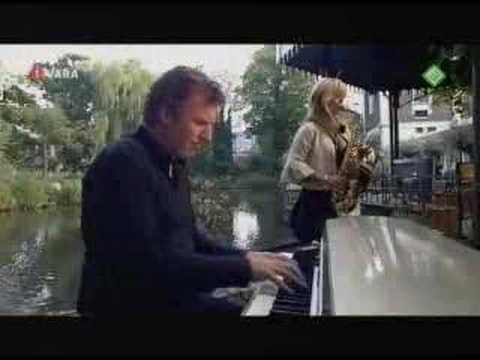Everytime - Candy Dulfer and Thomas Bank playing 'Everytime' on Dutch TV program 'Wat Heet'. Recorded June 7th 2007 at Artis Zoo in Amsterdam. Check out her new album 'C...