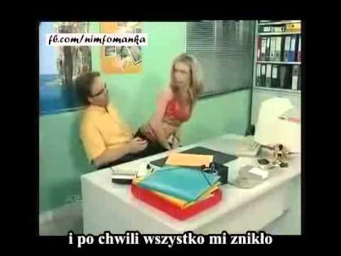 Sekretarka naprawia komputer
