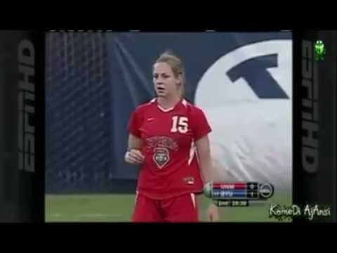 Kadın Futbolcu Kimseye Aldırmadan Rakibini Dövdü