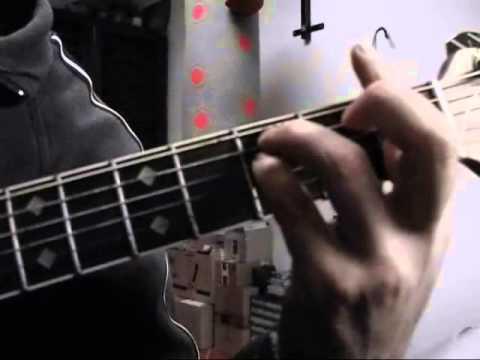 PRINCIPIANTI: Suonare l'accordo di SOL minore sulla chitarra