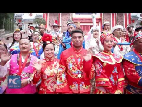 50 Chinese traditional outfits displayed at group wedding (видео)