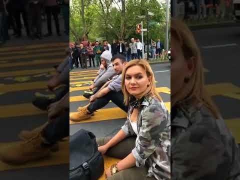 Ակցիայի մի մասնակցին վրաերթի մի քանիսին ՝ «բերման ենթարկեցին» - DomaVideo.Ru