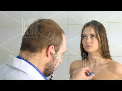 Male Doctor Examine Patient (видео)