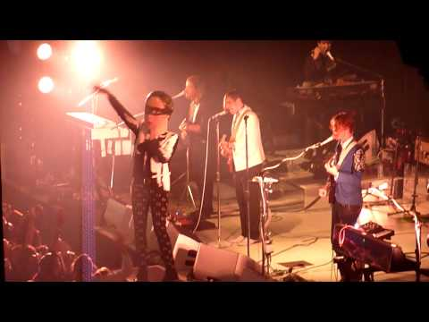 ARCADE FIRE (THE REFLEKTORS) WIN IN CROWD!! 'UNCONTROLLABLE URGE' @ THE ROUNDHOUSE, LONDON 2013
