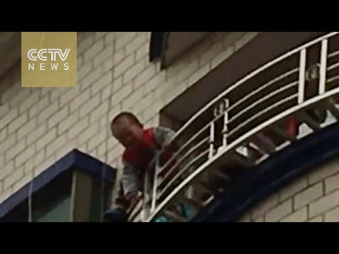 Video Toddler falls from fifth floor saved in south China download in MP3, 3GP, MP4, WEBM, AVI, FLV January 2017