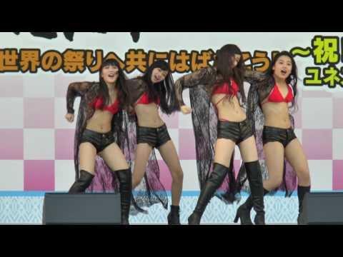 日本小學生偶像團體「今年13歲的舞台表演變這樣」,巨乳差點蹦出來見客的畫面94狂!