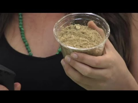 How to Make Flaxmeal Out of Flaxseeds : Healthy Drinks &amp; Foods