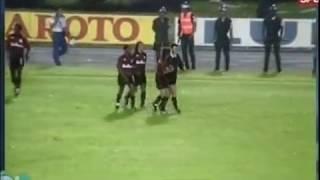 Paulo Isidoro marcou duas vezes no empate contra o time paulista na Fonte Nova, em jogo válido pelo quadrangular semifinal do Brasileirão de 93.