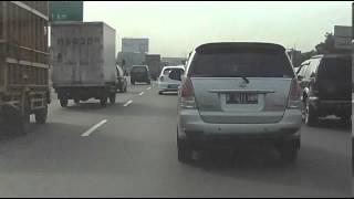 Video Jalan tol adalah asbak buat penumpang Kijang Innova B 1217 BOM MP3, 3GP, MP4, WEBM, AVI, FLV Mei 2017