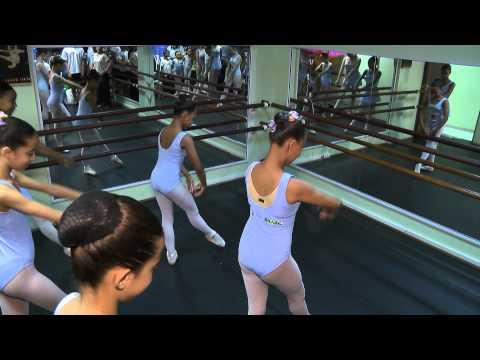 Ballet Paraisópolis leva dança para comunidade em SP - mar/2015