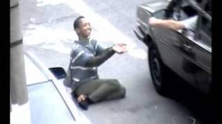 Vídeo flagra mulher que simulava deficiência e pedia esmolas no Espirito Santo