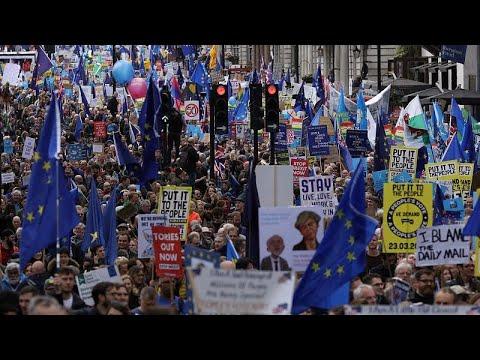 Brexit: Δεκάδες χιλιάδες διαδηλωτές ζητούν δεύτερο δημοψήφισμα …