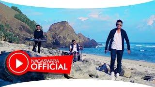Abad 21 - Disaat Aku Menyayanginya (Official Music Video NAGASWARA) #music