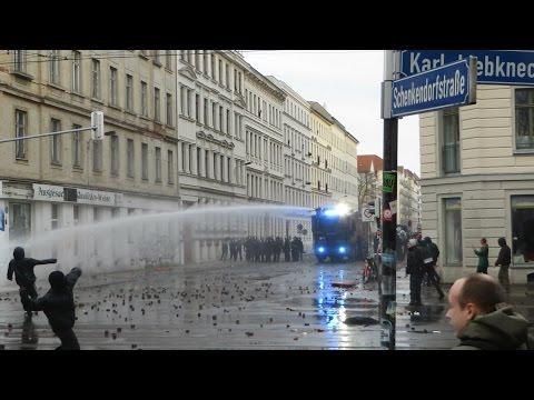 Leipzig 2015: Kriegsartige Demo in Leipzig-Connewitz [Explosionen/CS Gas/Wasserwerfer/Brandanschläge]