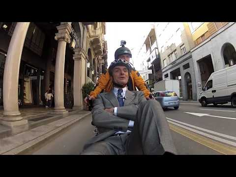 Attilio Fontana pedala senza piste a Varese