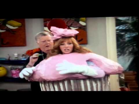 """He deserved it LOL - Lisa Kudrow series on HBO """"The Comeback"""""""
