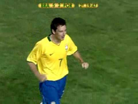 Gol de Elano a Portugal