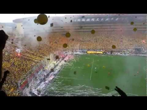 """Salida de Barcelona a la cancha vs Olmedo para celebrar la 14 y cantando """"De dia vivire...& - Sur Oscura - Barcelona Sporting Club"""