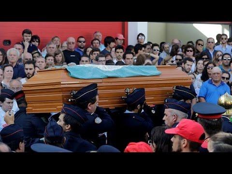 Θρήνος στις κηδείες των πυροσβεστών
