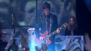 Oasis - Don't Look Back In Anger (Live At Brit Awards 2007) (High Quality video) (HQ)