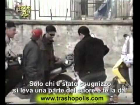 """Ciro Ricci: """"Solo chi è stato scugnizzo può darti un pezzo di cuore"""". Jack lo squartatore: """"Non sono d'accordo""""."""