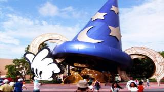 Los parques temáticos llaman la atención de miles de turistas alrededor del mundo por sus atracciones mecánicas, acuáticas, visuales, conciertos, efectos audiovisuales, etc., pero hay algunos que definitivamente están a otro nivel y que anualmente reciben millones de visitantes, tantos que podrían llenar países enteros. Estos son los parques temáticos más concurridos del mundo: Disney California Adventure, Disney Hollywood Studios, Disneyland Park, Epcot, Tokyo DisneySea, Tokyo Disneyland, Magic Kingdom.Fondo musical: Dock Rock (Youtube Free audio library)Imágenes: pixabay.com (video) (2); wikipedia.org (9)***Videos recientes: https://tutovariedades.comListas de reproducción: https://listas.tutovariedades.comSuscríbete: https://sub.tutovariedades.comADVERTENCIA: Las imágenes podrían ser solamente ilustrativas y no corresponderse con la realidad. No se puede garantizar que la información consignada en este video sea verífida, y debe ser considerada como una obra literaria de caracter educativo y/o con fines de promoción.ACERCA DEL CANAL: tutovariedades es un canal especializado en videos de curiosidades, misterios, animales y, en síntesis, todo lo más extraño, raro, curioso e increíble del mundo. Desde temas de cultura como ciencia y tecnología o casos de superación y motivación que te harán pensar y reflexionar, hasta historias de miedo y horror que te pondrán los pelos de punta como ovnis, fantasmas y enigmas, pasando por hombres y mujeres sorprendentes, famosos de cine y televisión, records y tops.Todo un mundo de entretenimiento con la verdadera historia de hechos, lugares  y personas. Así que ¡qué esperas! Sólo suscríbete y siéntate a disfrutar del mejor contenido de variedades y lo mejor: en un solo sitio, con narración profesional estilo locutor e imágenes de alta calidad.