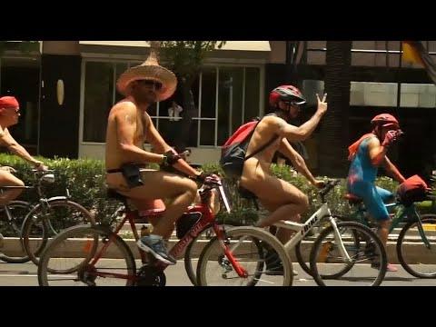 Mexiko City: Nacktradeln für mehr Rücksicht im Stra ...