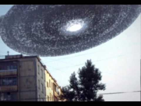 ufo gigantesco sorvola la città