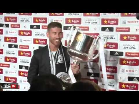 Sergio Ramos pretends to drop the Copa del Rey trophy